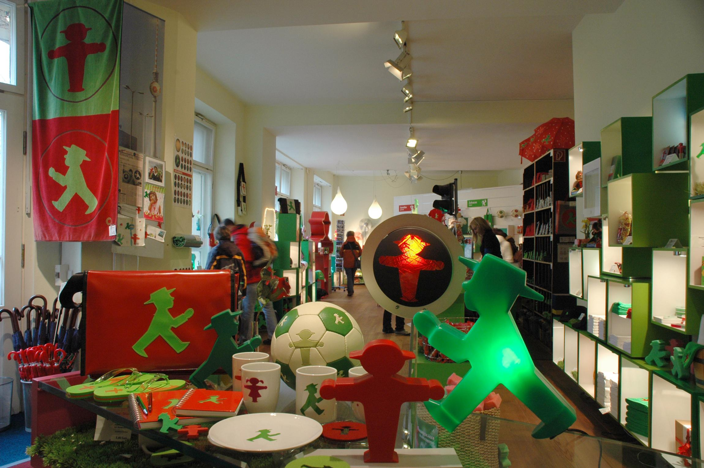 ampelmann galerie shop berlin souvenirs top10berlin. Black Bedroom Furniture Sets. Home Design Ideas