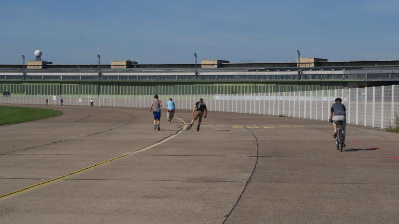 skating track airport tempelhof sunshine activities. Black Bedroom Furniture Sets. Home Design Ideas