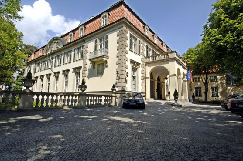 schlosshotel in grunewald luxury hotels top10berlin. Black Bedroom Furniture Sets. Home Design Ideas
