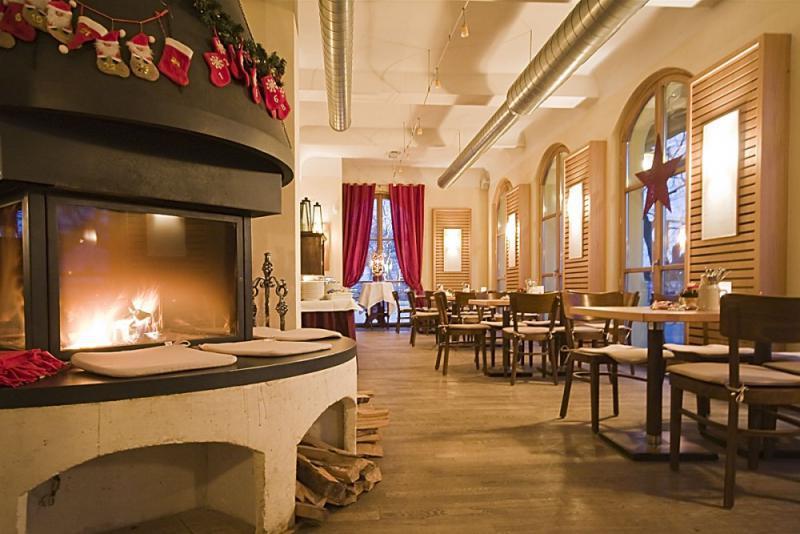 zollpackhof restaurant restaurants mit kaminflair. Black Bedroom Furniture Sets. Home Design Ideas