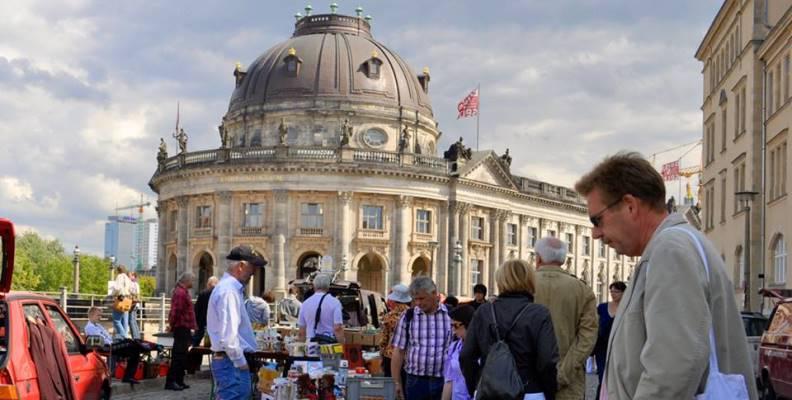 Antik- und Buchmarkt am Bodemuseum - Flohmärkte und Trödelmarkte ...