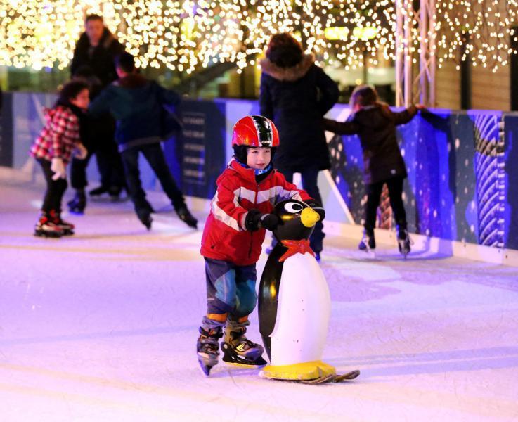 Schlittschuhlaufen Berlin Weihnachtsmarkt.Eisbahn Winterwelt Am Potsdamer Platz Eisbahnen Top10berlin