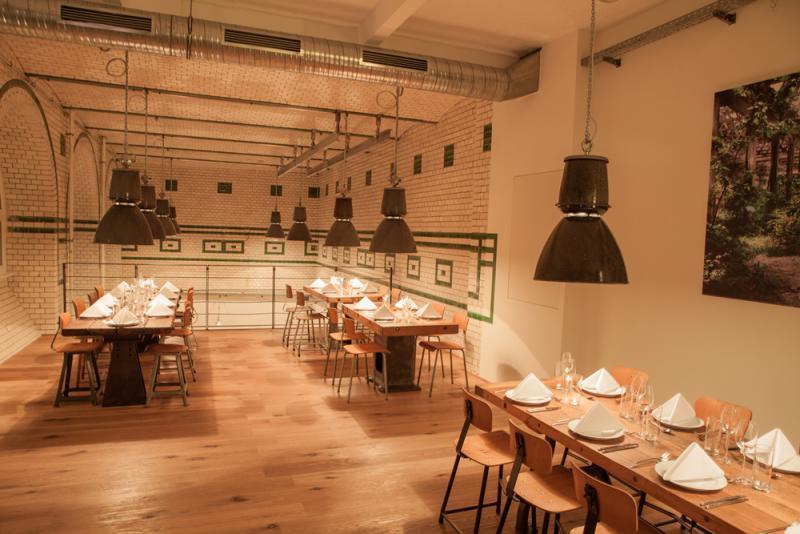 eins44 kantine neuk lln business lunch und gesch ftsessen im restaurant 2014 top10berlin. Black Bedroom Furniture Sets. Home Design Ideas