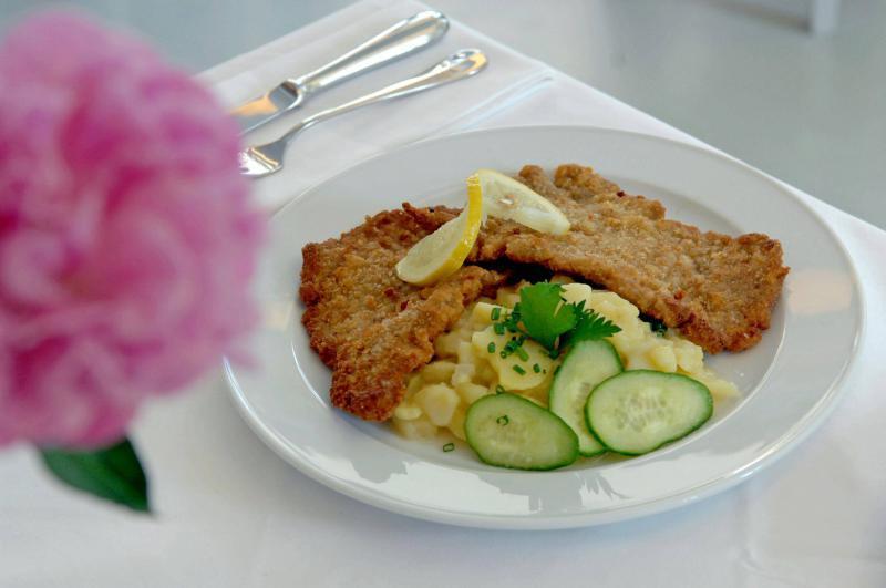 alpenst ck restaurants f r original wiener schnitzel top10berlin. Black Bedroom Furniture Sets. Home Design Ideas