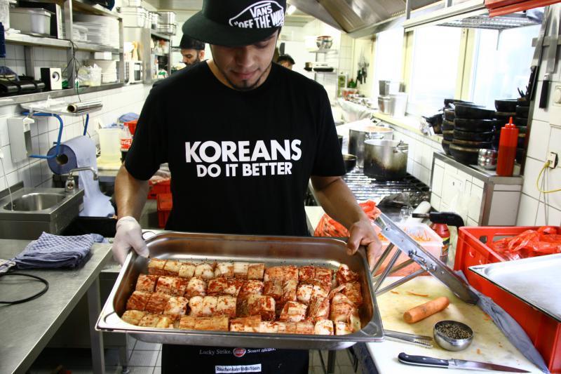 korean street food at the platoon kunsthalle top10berlin. Black Bedroom Furniture Sets. Home Design Ideas