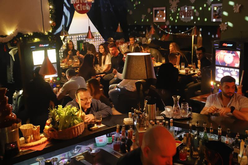 liquor store cocktailbars mit happy hour top10berlin. Black Bedroom Furniture Sets. Home Design Ideas