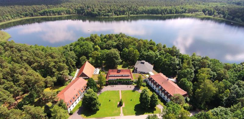Hotel doellnsee schorfheide waterfront hotels in for Designhotel brandenburg