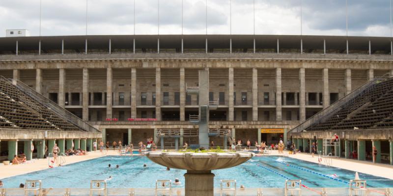 Sommerbad olympiastadion freib der und sommerb der for Trendige hotels in berlin