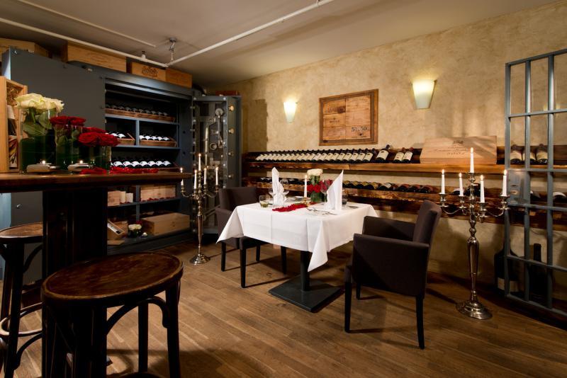 Top   List  Candle Light Dinners for Lovers   top  berlin Top   Berlin Foto  Ellington Hotel Berlin   Andreas Rehkopp