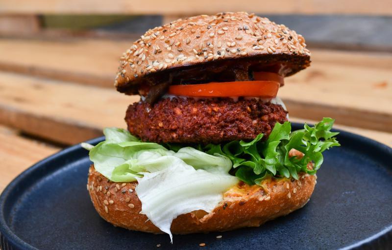 vegan snackbar by attila hildmann vegane restaurants top10berlin. Black Bedroom Furniture Sets. Home Design Ideas
