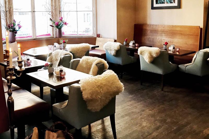 tomasa villa kreuzberg fr hst ck im caf top10berlin. Black Bedroom Furniture Sets. Home Design Ideas