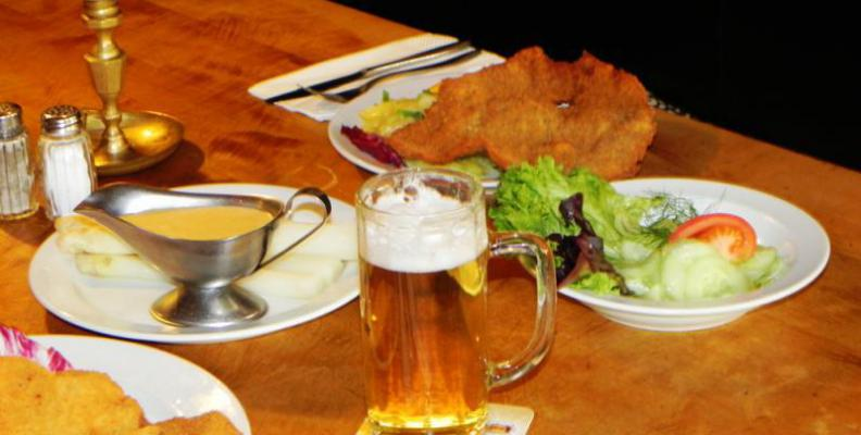 austria restaurants f r original wiener schnitzel top10berlin. Black Bedroom Furniture Sets. Home Design Ideas