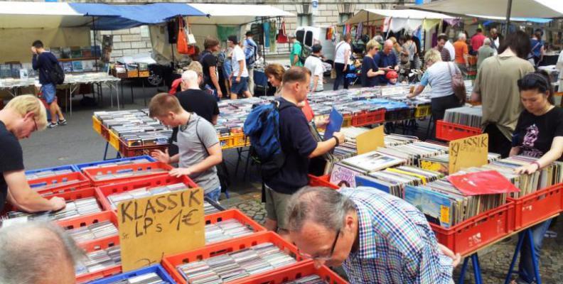 Foto: Antik- und Buchmarkt am Bodemuseum