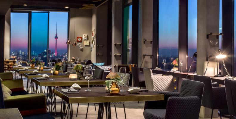 skykitchen im andel s restaurants mit aussicht und dachterrasse top10berlin. Black Bedroom Furniture Sets. Home Design Ideas