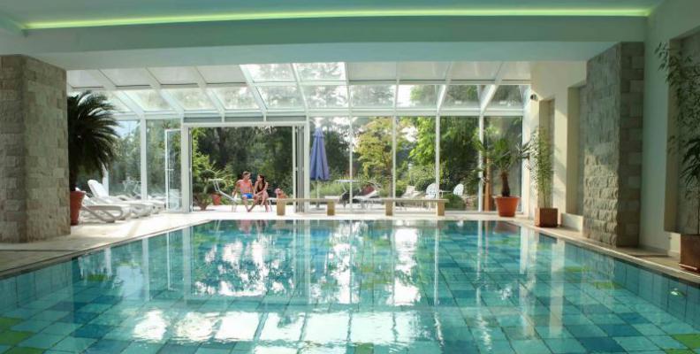 Hotel residenz motzener see waterfront hotels in for Designhotel residenz 2000 berlin