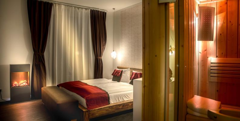 almodovar hotel besondere hotels top10berlin. Black Bedroom Furniture Sets. Home Design Ideas