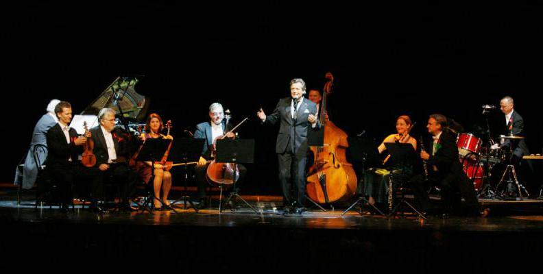 Jochen Kowalski mit Salonorchester | Foto: Brigitte Dummer